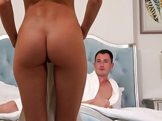Skinny beauty loves be sorry for of cock in her peach