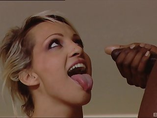 Interracial triumvirate with respect to cum shots on face for blonde MILF Dara Lee