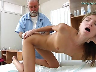 Blonde babe comes beside get her fetching pussy checked-up