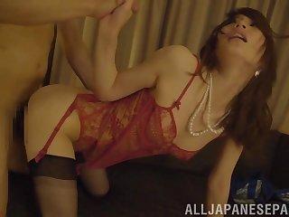 Petite MILF Japanese in lingerie Suzumura Airi rides horseshit in a motel