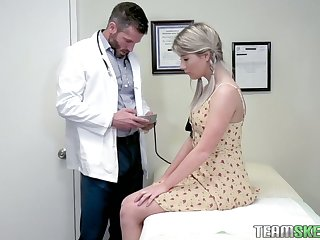 Pretty hottie Vienna Nick scrimp is fucked apart from handsome young gynecologist