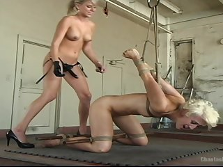 Lesbian pussy make mincemeat of and a thraldom are dramatize expunge fantasies of Audrey Leigh